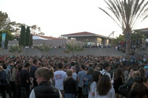 About 4,000 people gathered on the UCSB campus last May to remember the victims of the bloody massacre in Isla Vista. (Erika Martin / Business Times photo)